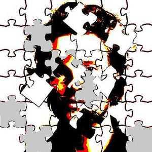 La schizophrénie se traduit principalement par une dissociation de la personnalité, un replis sur soi et un délire souvent accompagné d'hallucinations.